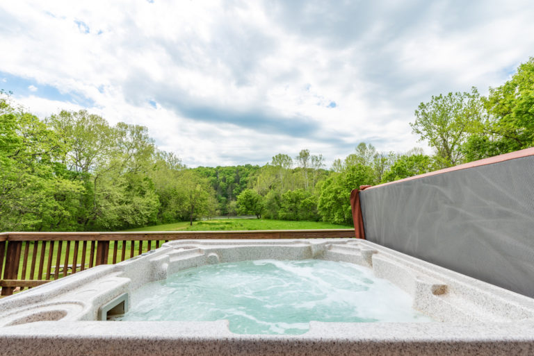 Line cabin hot tub